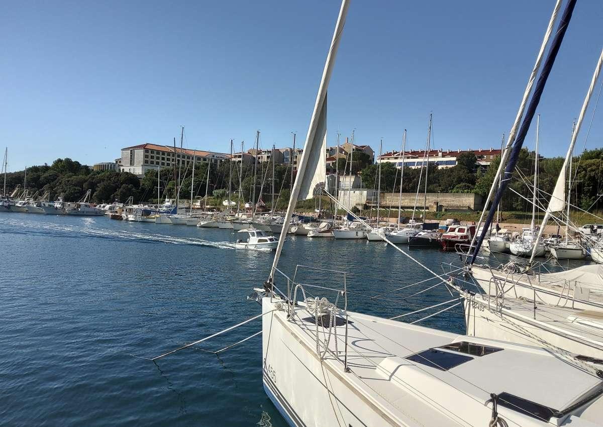 Marina Bunarina - Hafen bei Pješčana Uvala