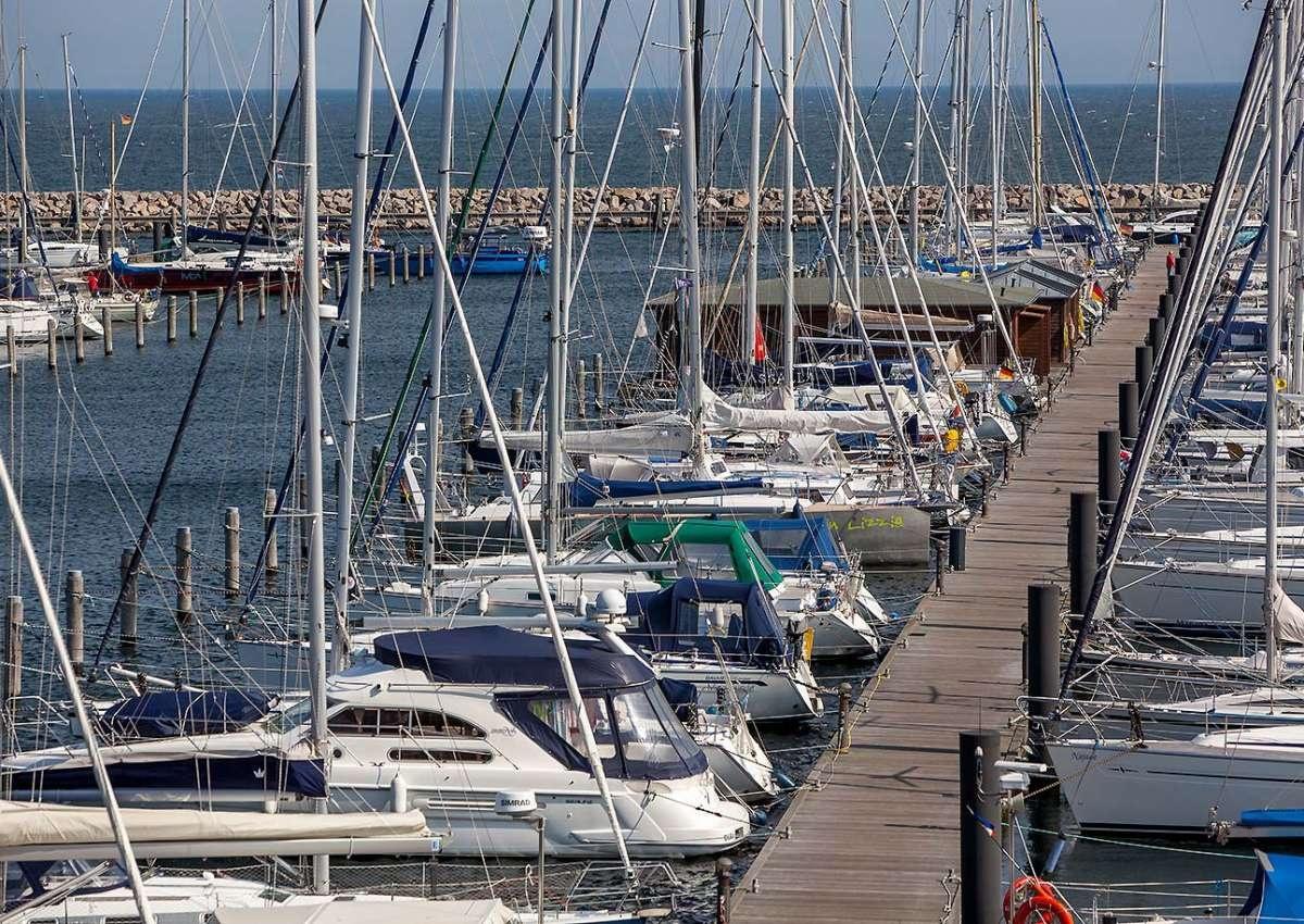 Warnemünde (Hohe Düne) - Hafen bei Rostock (Hohe Düne)