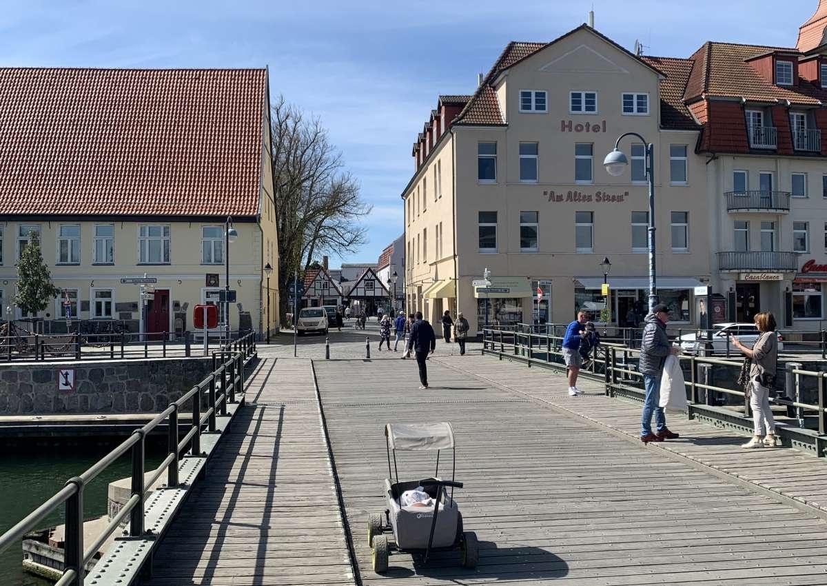 Warnemünde Alter Strom - Hafen bei Rostock (Warnemünde)