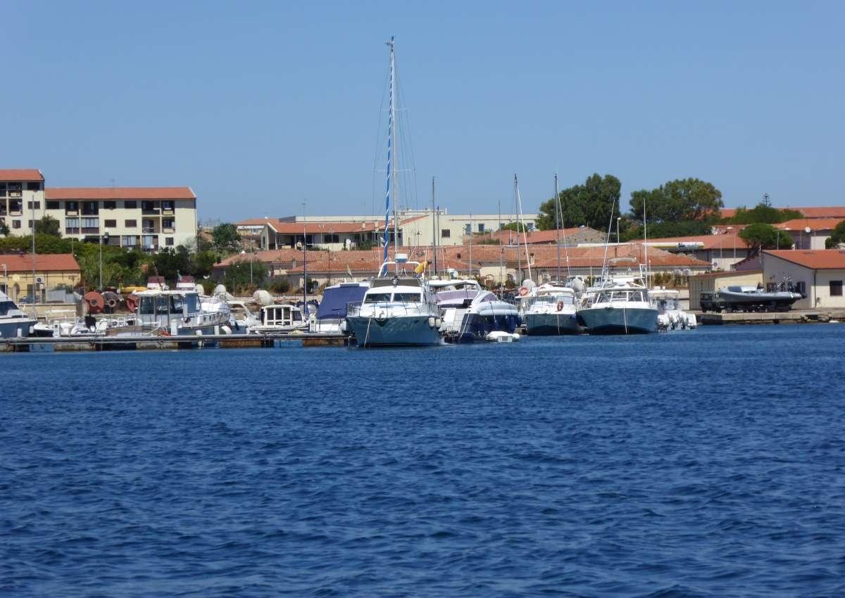 Cala Camiciotto - Hafen bei La Maddalena (Zanioli)