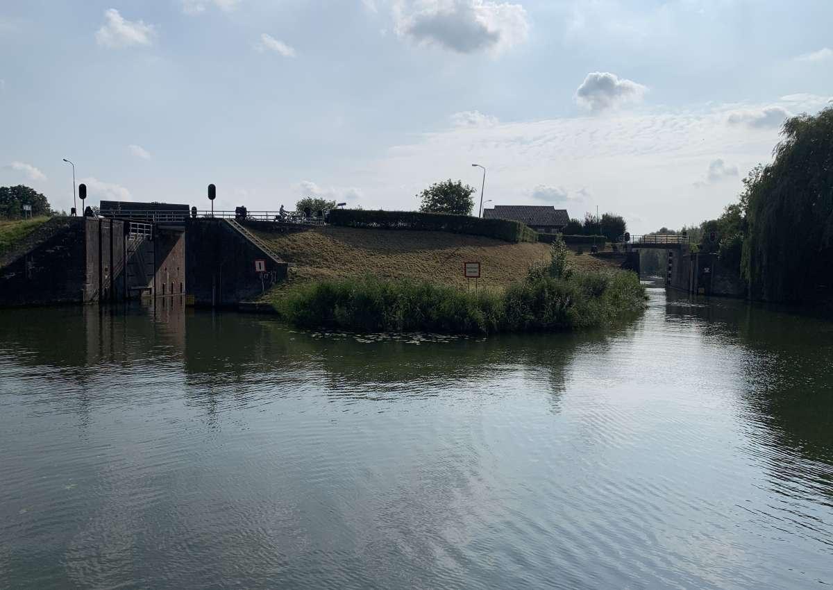 Lingesluis, brug - Brücke bei West Betuwe (Asperen)