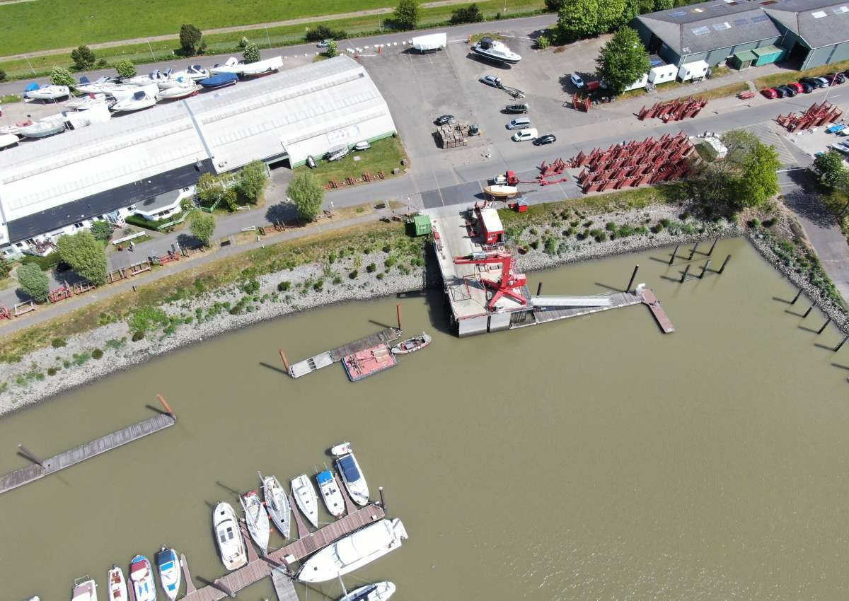 Hamburger Yachthafen West-Anlage - Marina près de Wedel (Lülanden)