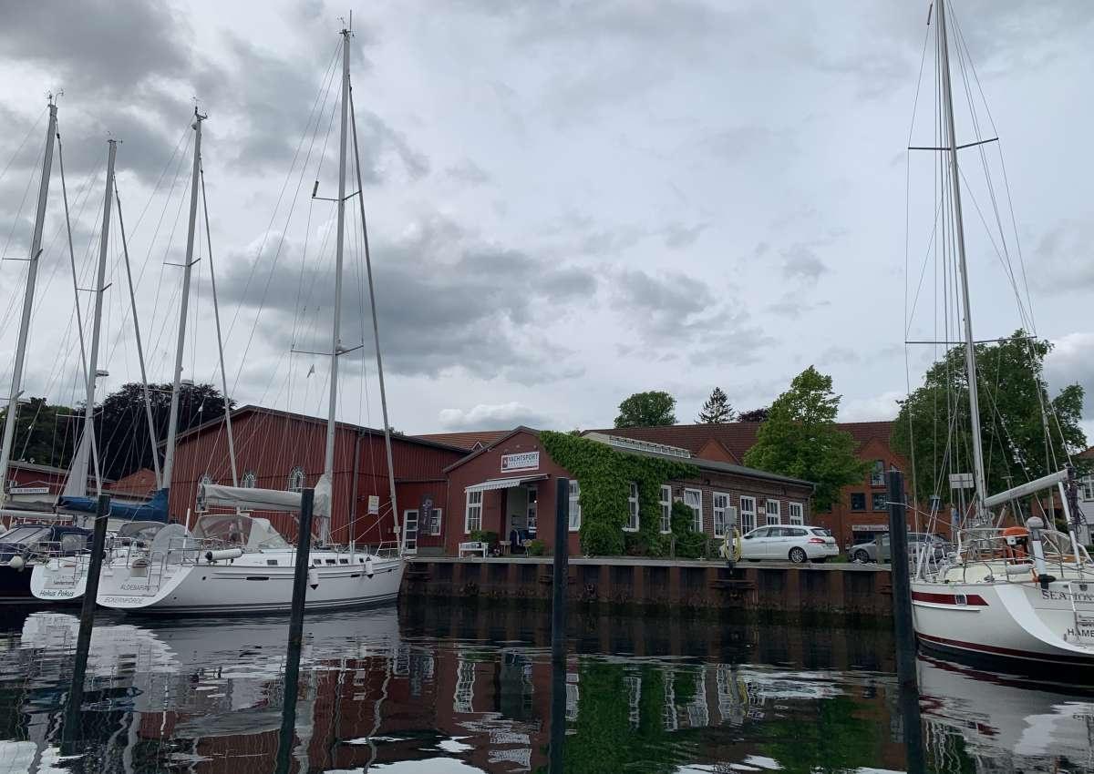 Yachtsport Eckernförde Nielsen  - Réparation de bateaux & Équipements marins près de Eckernförde (Borby)